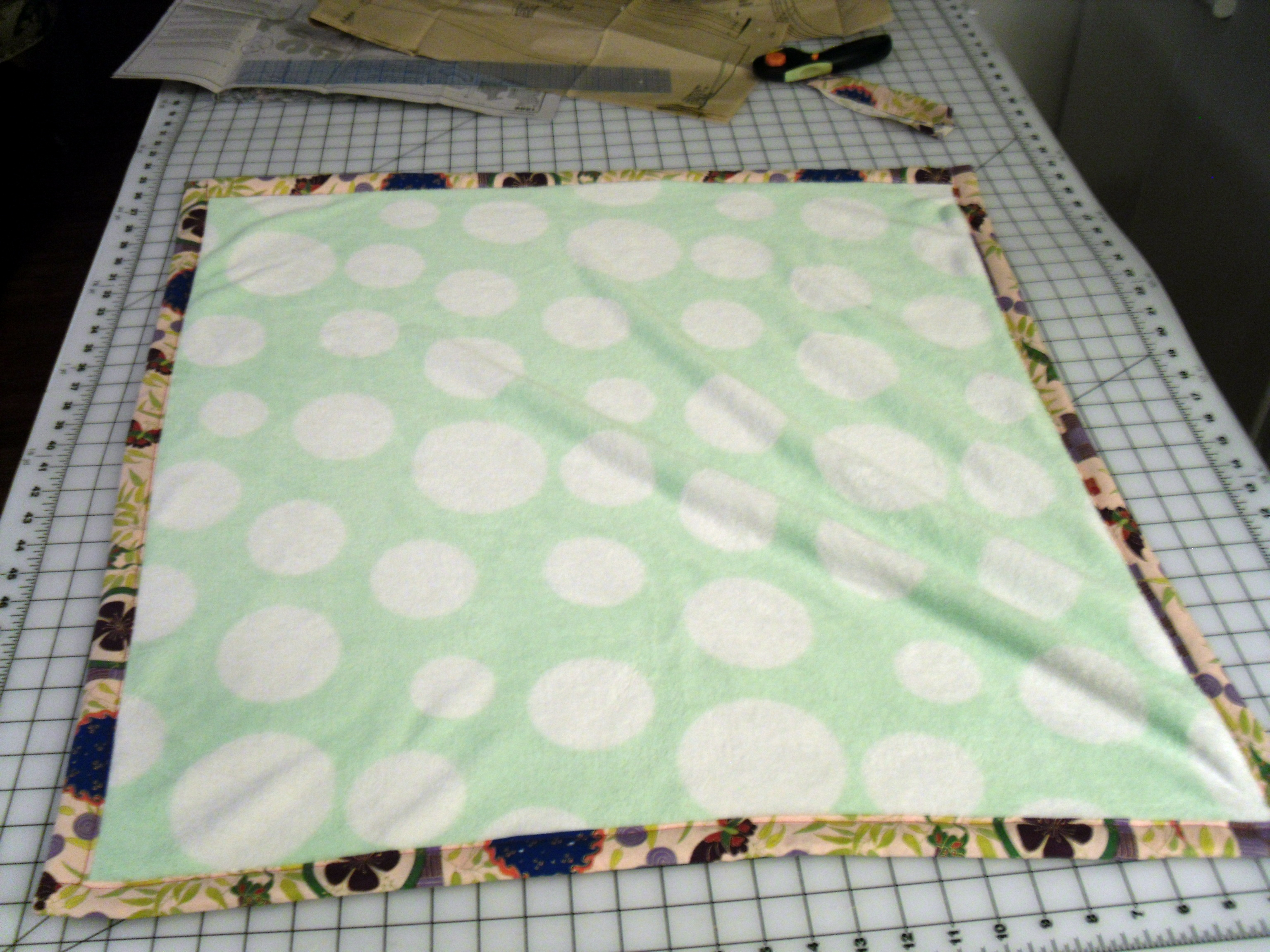 DIY super soft baby blanket – Interior Design by Trouves Home 98ef4acf9