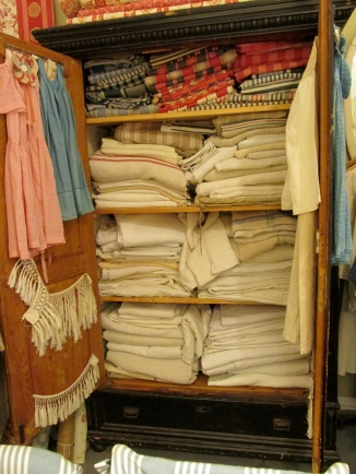 French General vintage linens