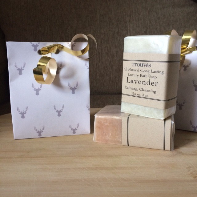 free_printable_elk_reindeer_motif_wrapping_paper